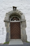 Side entryway. Note the different patterns on the entablatures just below the arch.