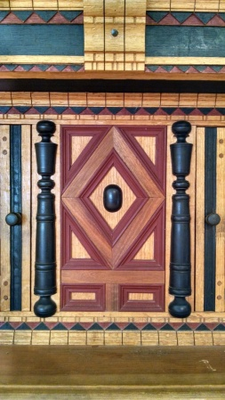 Split turnings and geometric moldings