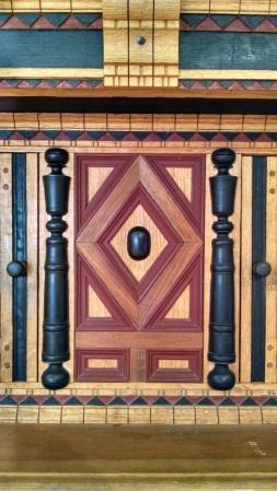 Split turnings and geometric moldings